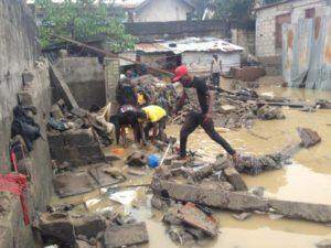 Dans les rues de la capitale congolaise, les habitants ne peuvent que constater les dégâts.